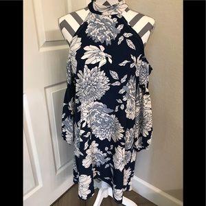 Dresses & Skirts - 🦋HP!🦋Cold Shoulder Hi-Lo Blu&Wht Floral Dress M